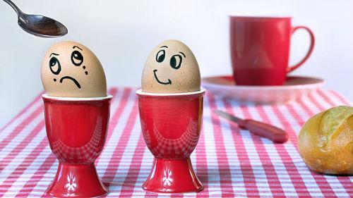 разбитые вареные яйца