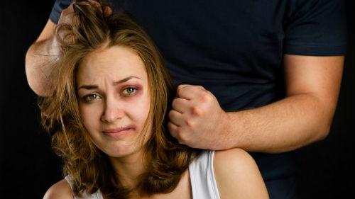 избиение за супружескую измену