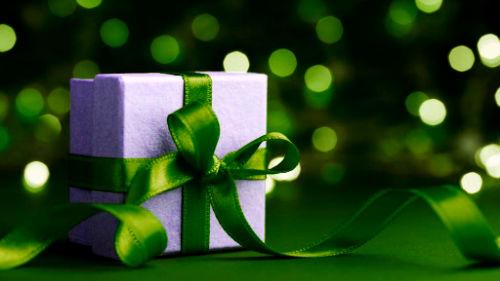 К чему снится дарить подарок умершему