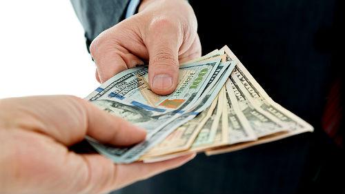 Давать ли девушке деньги в долг