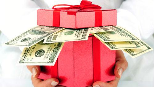 Давать за подарок деньги 682