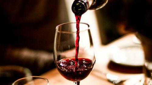 Кардиолог развеял миф о пользе ежедневного бокала вина