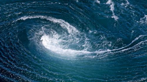 воронка посреди океана