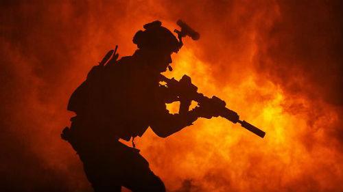 видеть солдата на войне