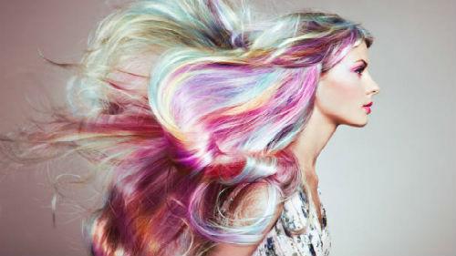 видеть свои волосы разноцветными