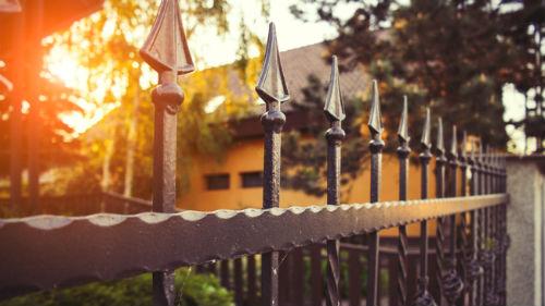 к чему снится железный забор