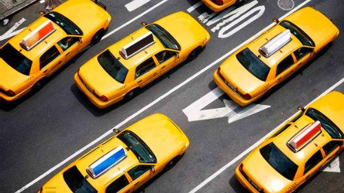 видеть много желтых авто