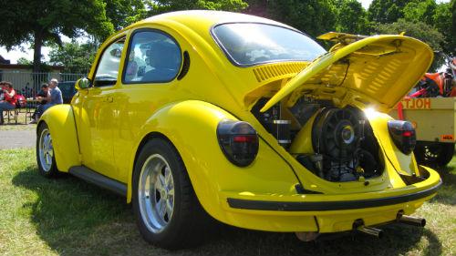 транспорт лимонного цвета