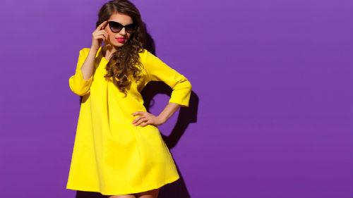 одевать желтое платье