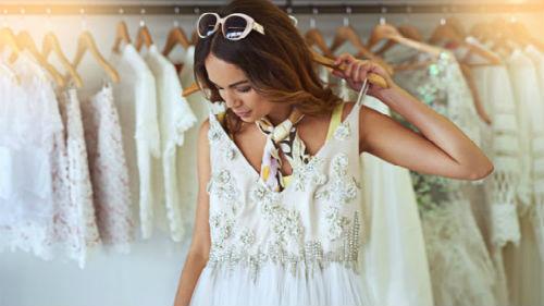 видеть как жена примеряет свадебный наряд