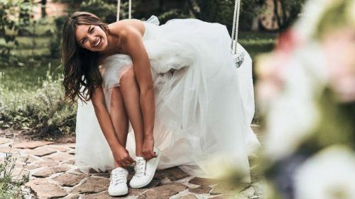 жена в свадебном платье