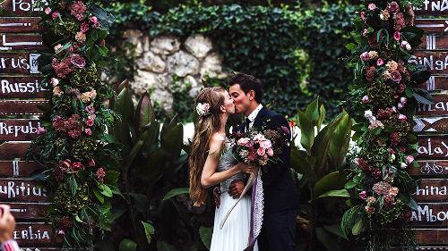 жениться на своей жене