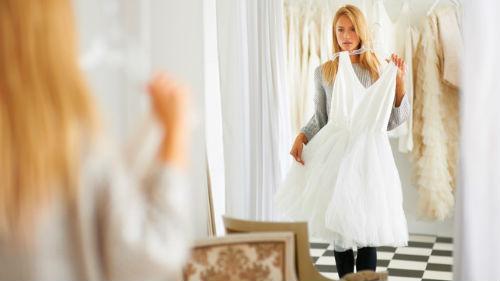 видеть как примеряешь платье