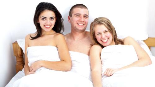 супруг с девицами