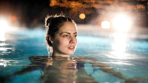 видеть как плаваешь в горячей воде