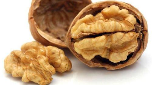 колоть орехи