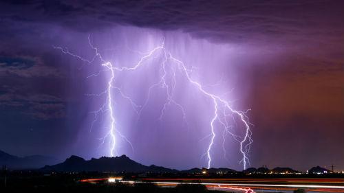 огромная молния