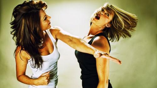 драться с женой любимого