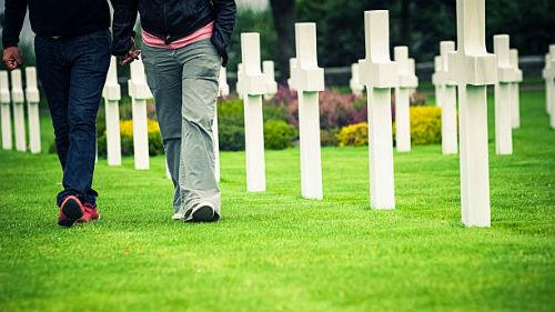 гулять по кладбищу во сне