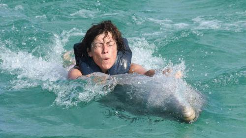 купание на дельфине