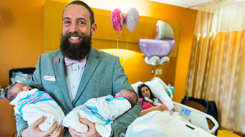 родить двойняшек