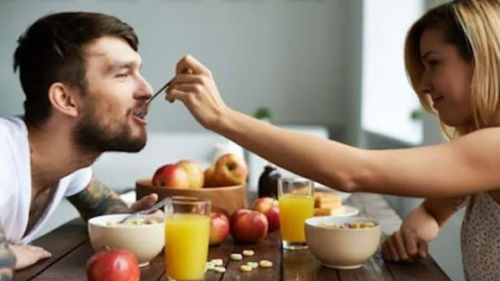 кормить любимого