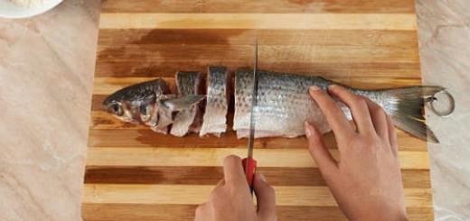 есть соленую рыбу во сне