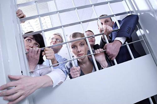 видеть освобождение из тюрьмы