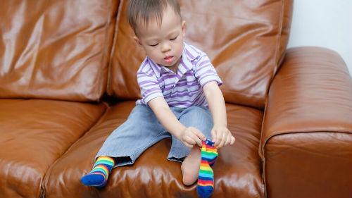 к чему снится одевать носки