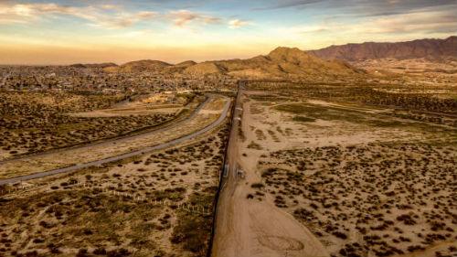 видеть дорогу в пустыне