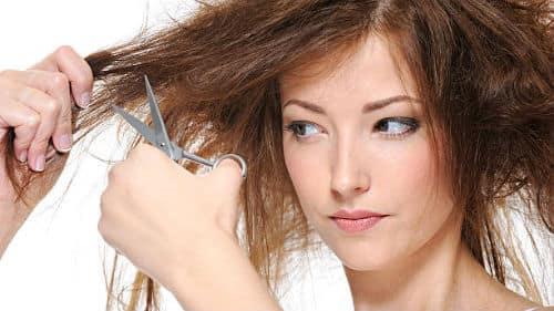 стричь себе волосы