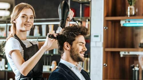 стричься у парикмахера